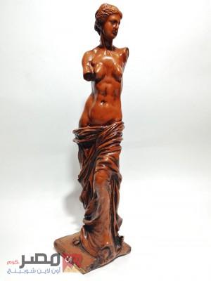 تمثال امرأة نصف عارية
